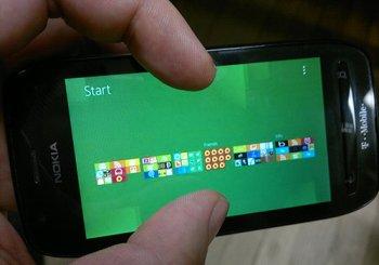 Microsoft расширит многозадачность Windows Phone до 8 приложений