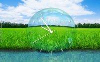 GrassLandscape – заставка с прозрачными часами на фоне зеленого луга